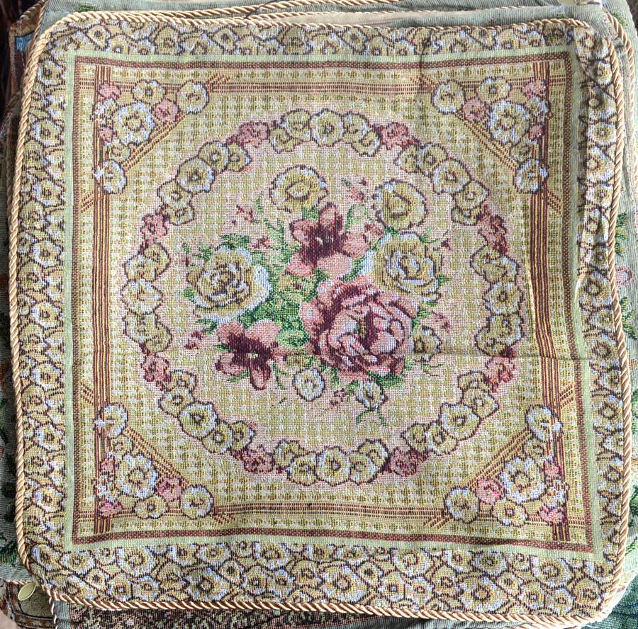 Наволочка  на  подушку  із  гобелену (50 х 50)  Троянди