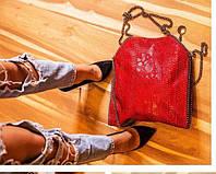 Стильная женская сумка в красном цвете