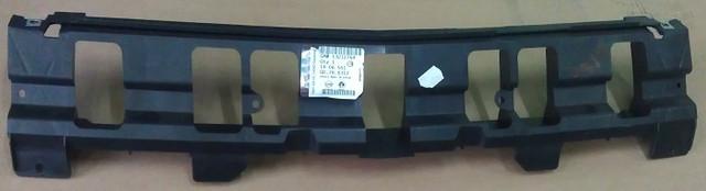 Кронштейн, опора переднего бампера центральная (пластиковая) чёрная GM 1406551 1406030 13212764 13212765