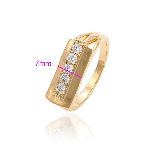 Кольцо позолоченное с  цирконием, 5 камней, р.17,5