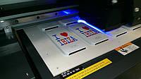 Полноцветная УФ печать на чехлах для мобильных телефонов.