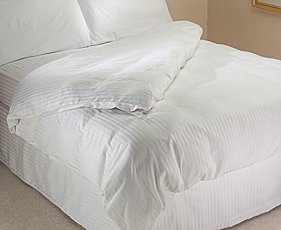 """Постельное бельё для гостиниц , отелей (имитация страйп-сатин) комплект """"Евро""""."""