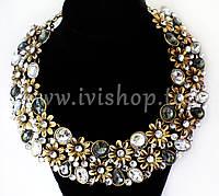 Массивное ожерелье под золото с цветами и камнями (стразами)