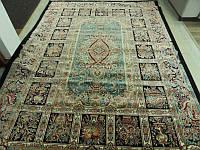 Персидский ковер в темных тонах восточной классики для классических интерьеров