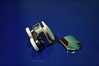 Ролик для дверей душевой кабины двойной, хромированный ( M-02 В ) с колесом от 19 до 28 мм.