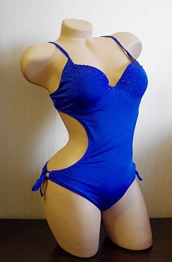Слитный женский синий купальник с камнями