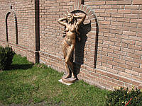 Садовая скульптура девушки из бетона