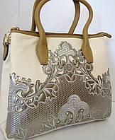 Бежевая сумка на три отделения с красивой аппликацией  Velina Fabbiano