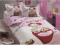 Набор постельного белья 100х150 в кроватку Arya Сатин Strawberry Baby, розовый с клубничкой.