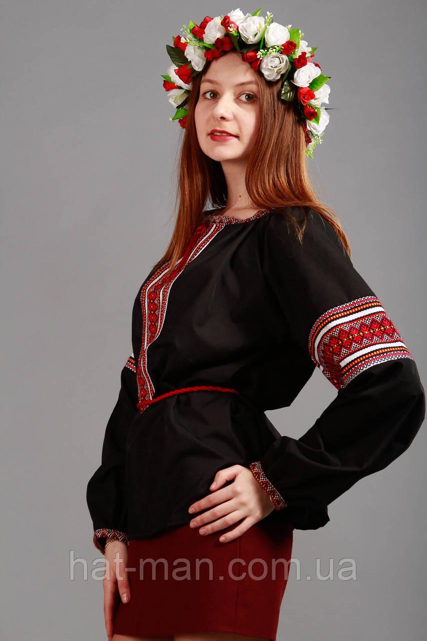 Жіноча вишиванка з тісьмою