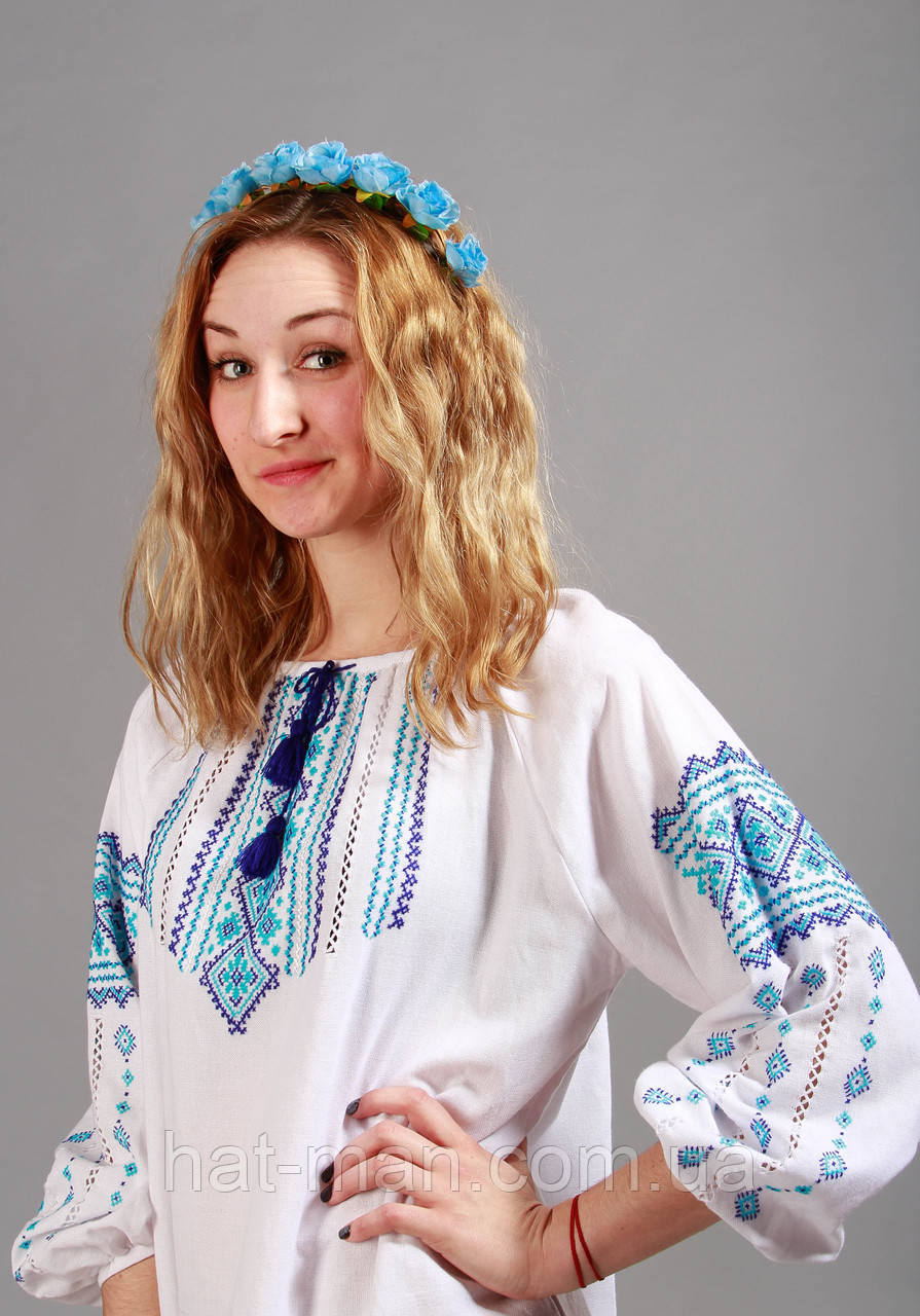 Блузка ручної вишивки, сині багаті орнаменти