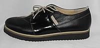 Женские туфли-полуботинки на плоской подошве на шнуровке из натуральной кожи