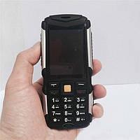 Мобильный телефон Land Rover M12 (3 sim)