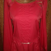 Блузка розовая.