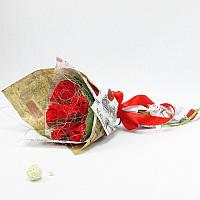 Букет из конфет Розы красные в крафтовой бумаге