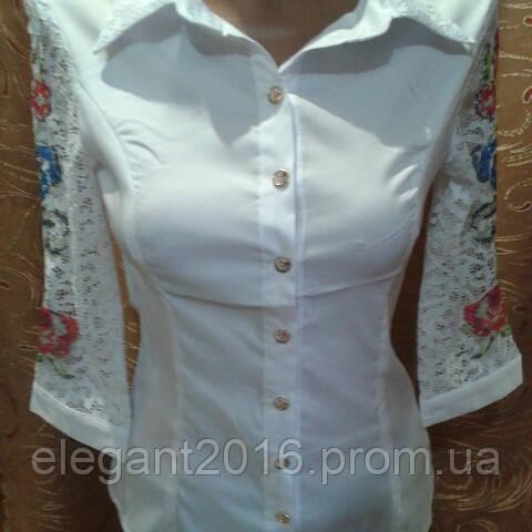 Блузка белая с вышивкой.
