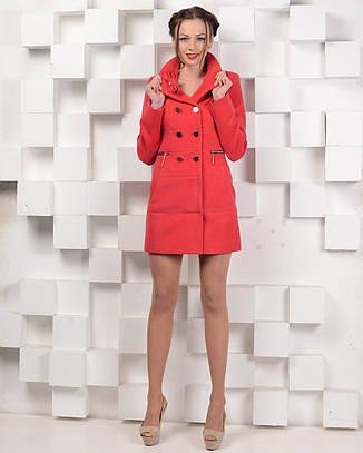 Пальто с брошью