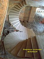Бетонная лестница в квартиру