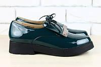 Женские лаковые изумрудные туфли на низком ходу