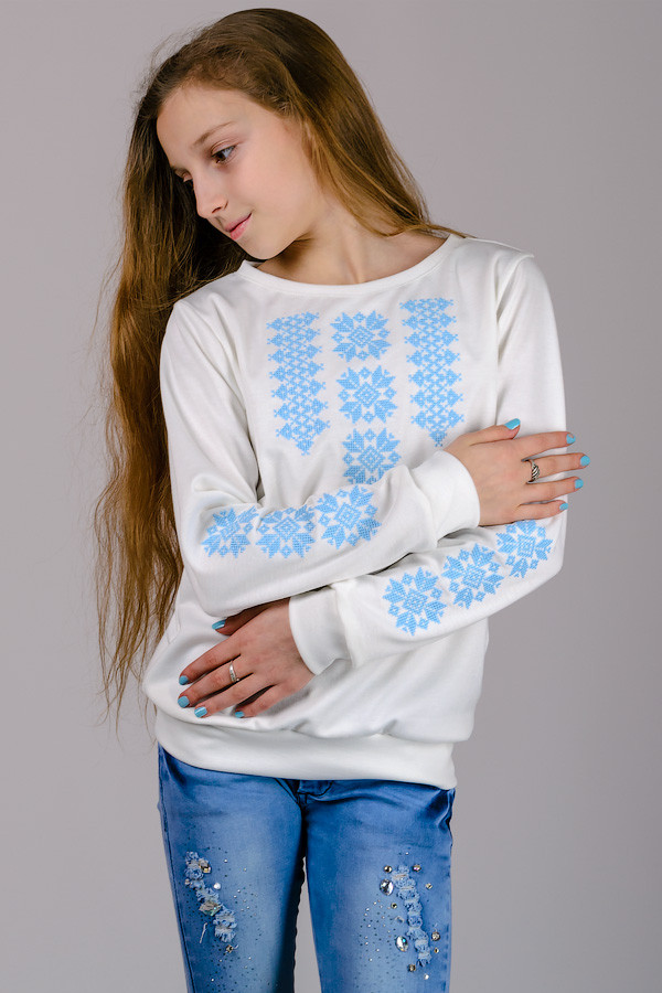 Трикотажная блузка-вышиванка (нежно-голубой орнамент)