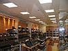 Стеллаж для магазина обуви. Стеллажи для бутика. Торговое оборудование для обуви