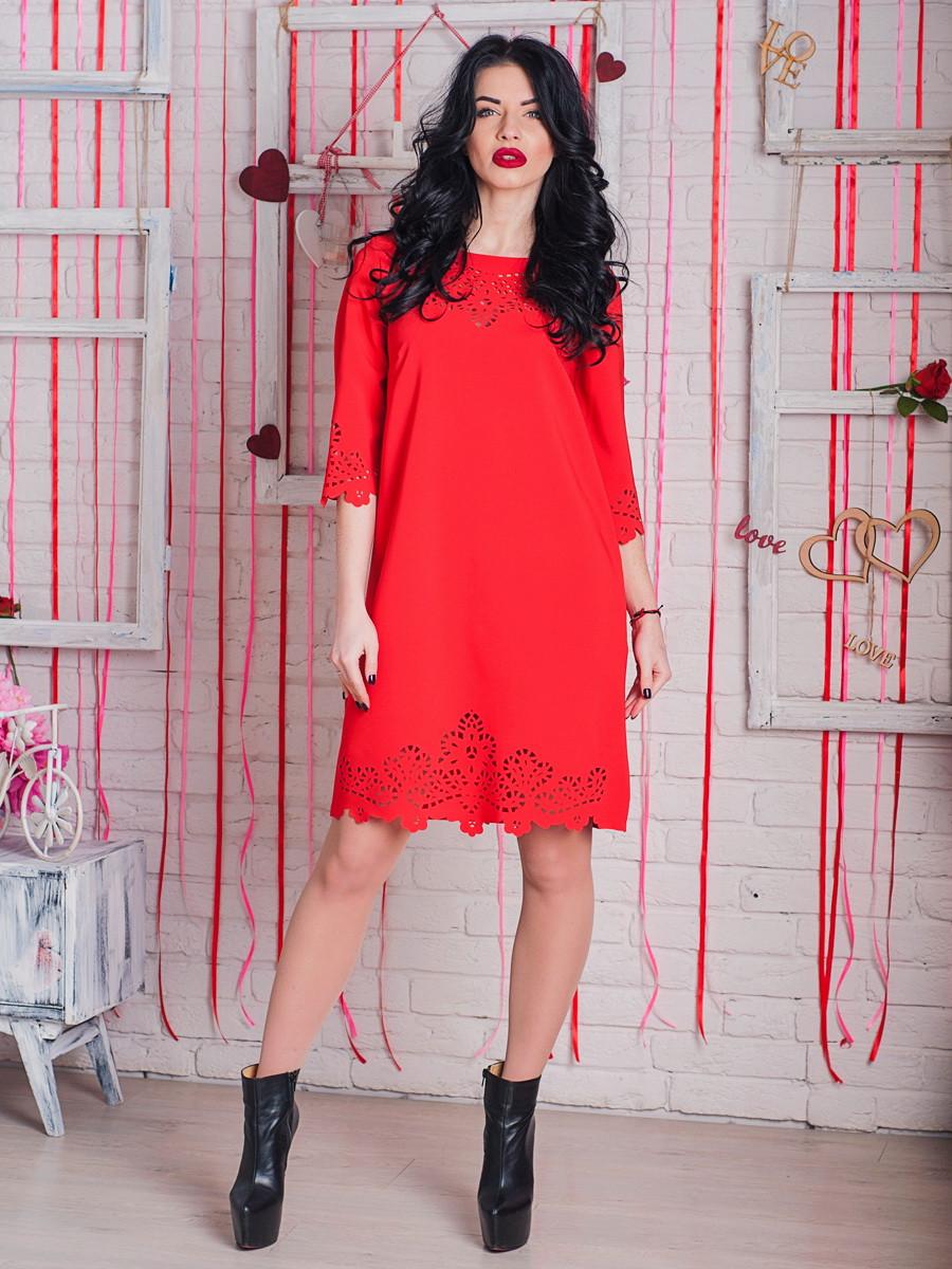 Стильное красное платье с перфорацией.
