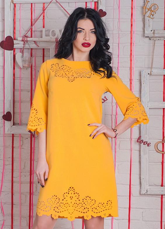 красивое стильное платье с перфорацией, горчичное платье