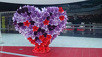 Бумажные цветы.Сердце из цветов. Цветочный фона на 14 февраля.Цветочная инсталяция