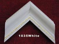Багет пластиковый для интерьерного оформления, лаконичного белого цвета