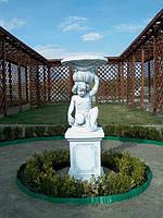 Садовая скульптура-вазон из бетона Мальчик с корзиной