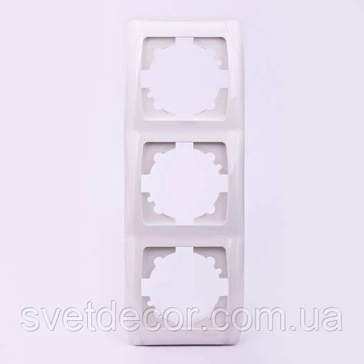 Тройная рамка VIKO Carmen вертикальная скрытой установки