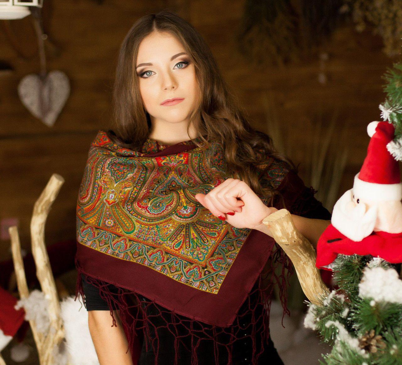 Українська жіноча хустка з бахромою (100х100см,бордовый)