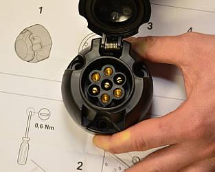 Розетка на фаркопі на Renault Trafic 01-> — Renault (Оригінал) - 7711237237