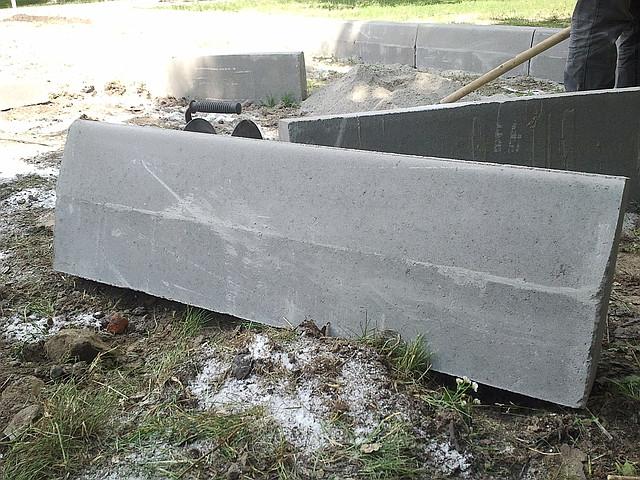 Работа по бордюрному камню лапа опоры лэп