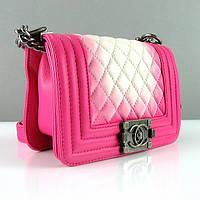 Розовая маленькая сумочка Chanel мини