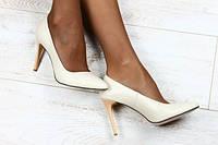 Туфли бежевые лодочки на шпильке из натуральной кожи