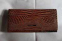 Модный лаковый кошелек коричневый