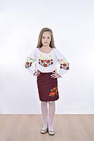 Праздничная детская блузка богато отделана вышитыми маками на груди и рукавах