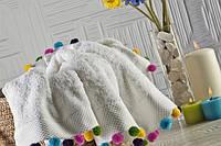 Мягкое хлопковое полотенце с разноцветными декоративными шариками 50x90 см