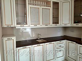 Кухонний скляний фартух з фарбуванням в кремовий колір