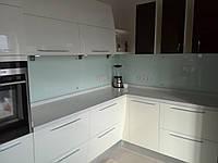 Кухонный фартук стеклянный с покраской в белый цвет
