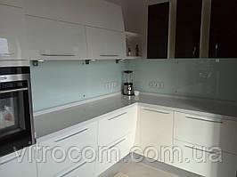 Кухонний скляний фартух з фарбуванням в однотонний колір