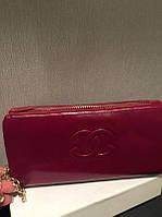 Женский малиновый кошелек Chanel