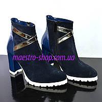 Женские демисезонные синие ботинки на устойчивом каблуке, замш/ лаковый кожзам