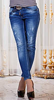 Модные синие женские джинсы с потертостями и латками посадка средняя с поясом Турция