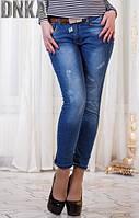 Модные синие женские джинсы зауженые с потертостями посадка средняя с поясом Турция