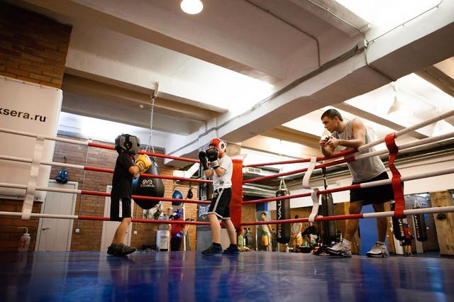 детские боксерские груши, детские перчатки для бокса, детские шлемы для бокса, боксерские мешки для детей