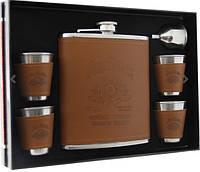 Фляга (500 мл) Jim Beam в наборе с четырьмя стаканчиками и лейкой.