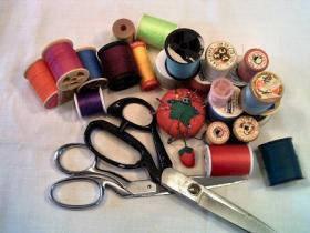 Швейные принадлежности и приспособления