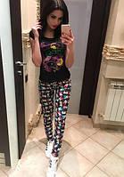 Молодежные зауженные женские джинсы с ярким принтом посадка средняя